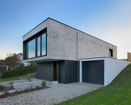 Kleines, Zweistöckiges, Schwarzes Modernes Haus Mit Betonfassade In München