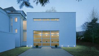 Außenansicht einer Doppelhaushälfte mit Terrasse