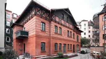 Backsteinfassade und Innenhof