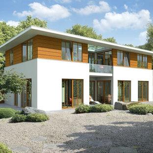 Großes, Zweistöckiges Modernes Haus mit Mix-Fassade und Flachdach in Berlin