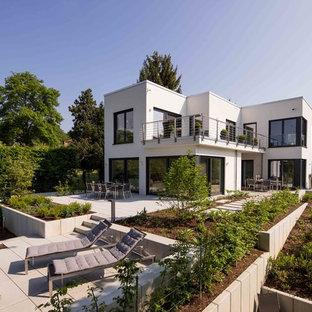 Zweistöckiges, Weißes, Geräumiges Modernes Einfamilienhaus mit Putzfassade und Flachdach in Sonstige