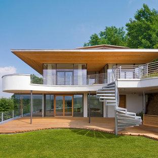 Mittelgroßes, Drei- oder mehrstöckiges, Weißes Modernes Einfamilienhaus mit Putzfassade in Sonstige