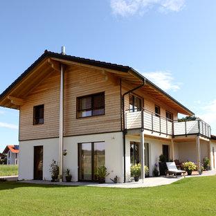 Großes, Zweistöckiges Landhaus Einfamilienhaus mit Mix-Fassade und Satteldach in München