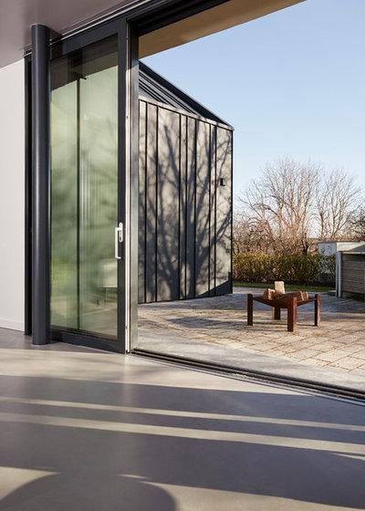 Modern Häuser by BACHMANNVANAAKEN ARCHITEKTEN