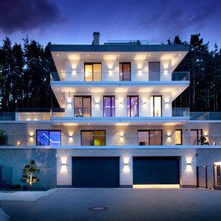 Geräumiges, Dreistöckiges, Beigefarbenes Modernes Einfamilienhaus mit Flachdach in Nürnberg