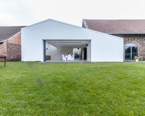 Einstöckiges, Weißes Modernes Haus Mit Satteldach In Frankfurt Am Main
