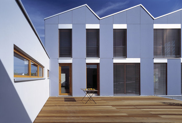 Современный Фасад дома by naos baukultur gmbh