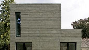 Energetische Sanierung Bungalow, Erweiterungsbauten in Sichtbeton
