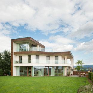 Großes, Dreistöckiges, Mehrfarbiges Modernes Einfamilienhaus mit Mix-Fassade und Flachdach in Stuttgart