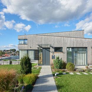 Graues Modernes Einfamilienhaus mit Holzfassade und Pultdach in Stuttgart