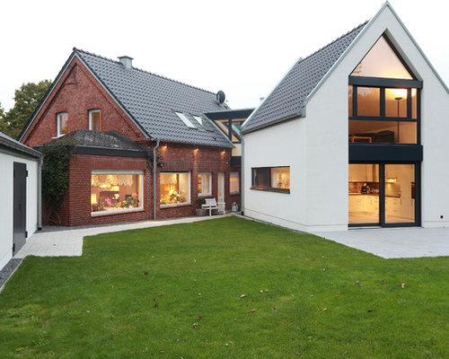 Großes, Zweistöckiges, Mehrfarbiges Modernes Einfamilienhaus Mit  Mix Fassade, Satteldach Und Ziegeldach In