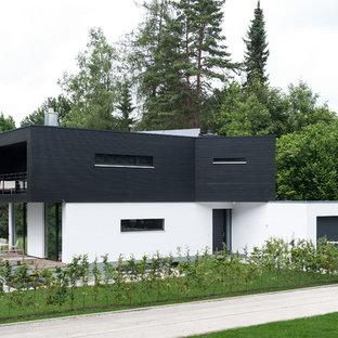 Mittelgroßes, Zweistöckiges Modernes Einfamilienhaus mit Mix-Fassade und Flachdach in München