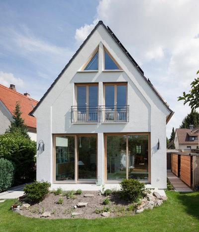 Klassisch modern Häuser by Gerstner Kaluza Architektur GmbH