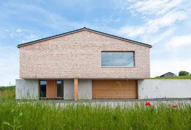Modern Häuser by Holzwerkstatt Florian Hartmann