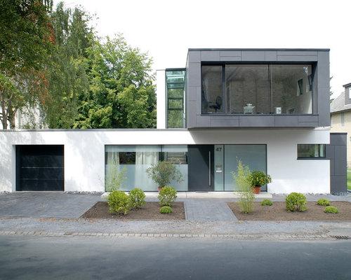 Split Roof Design: Tri-Level Home