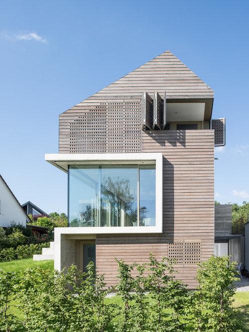 Drei  Oder Mehrstöckiges, Beigefarbenes Modernes Einfamilienhaus Mit  Holzfassade In Essen