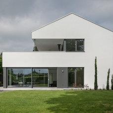 Modern Exterior by Schmitz Architekten GmbH