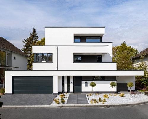 Drei  Oder Mehrstöckiges, Weißes, Großes Modernes Haus Mit Flachdach Und  Betonfassade In Köln
