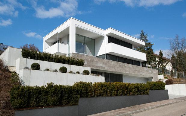 Architektur ein haus am hang mit raffinierten l sungen for Modernes haus hanglage