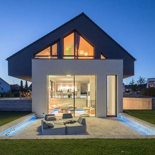 Graues, Mittelgroßes Modernes Einfamilienhaus mit Putzfassade, Satteldach und Ziegeldach in Stuttgart