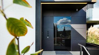 Haustür nach Maß mit Glasdeck und verdeckt liegendem Rahmen