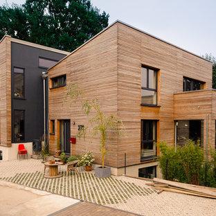 Geräumige, Zweistöckige, Braune Moderne Doppelhaushälfte mit Pultdach und Mix-Fassade in Düsseldorf