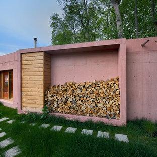 Einstöckiges, Kleines, Pinkes Modernes Haus mit Betonfassade und Flachdach in München