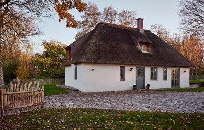 Houzz Tour: Sagolik lantgård med halmtak vid Nordsjön