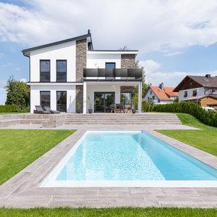 Geräumiges, Zweistöckiges, Weißes Modernes Einfamilienhaus mit Putzfassade und Pultdach in Nürnberg
