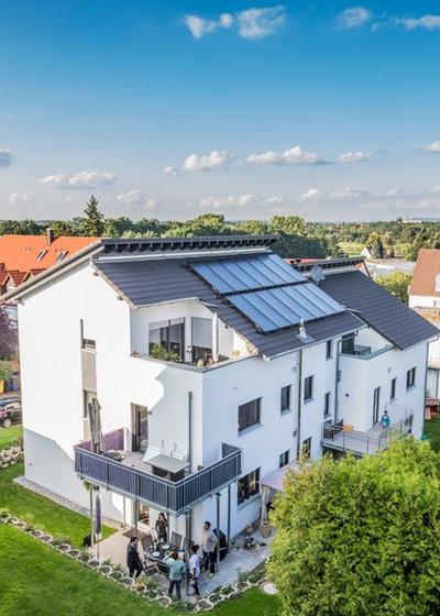 Modern Häuser by Ecoline Holzsystembau GmbH & Co