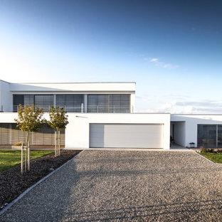 Zweistöckiges, Weißes, Großes Modernes Einfamilienhaus mit Putzfassade und Flachdach in Stuttgart