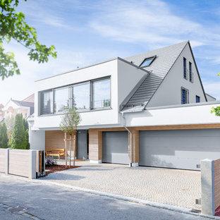 Mittelgroßes, Dreistöckiges, Weißes Modernes Einfamilienhaus mit Mix-Fassade, Schindeldach und Satteldach in Stuttgart