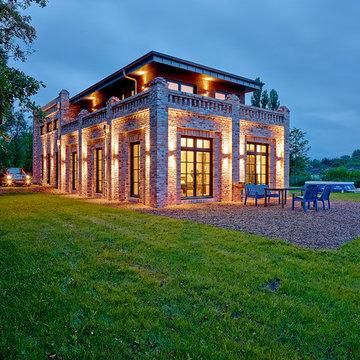 Moderne Einfamilien-Villa in rustikalem Gewand