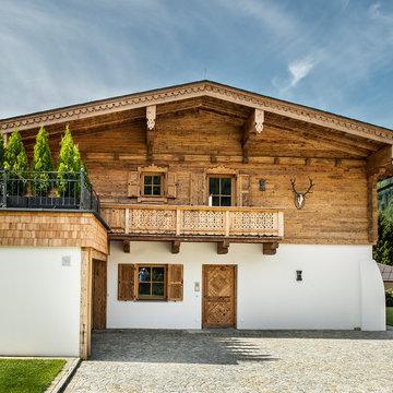 Moderne Fenster für ein Landhaus in Tirol