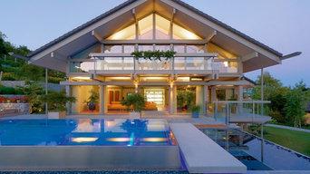Moderne Glas-Architektur und Poollandschaft
