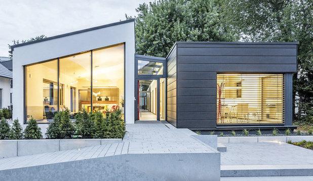 Modern Häuser by Fertighaus-Ausstellung