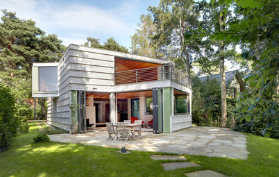 Mit Erker, Kanten & Rundumblick: Ein Öko-Holzhaus am See