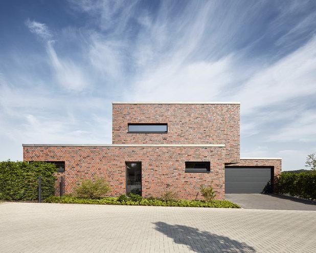 Modern Häuser by Fourmove Architekten PartGmbB