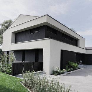 Großes, Zweistöckiges, Mehrfarbiges Modernes Einfamilienhaus mit Mix-Fassade in München