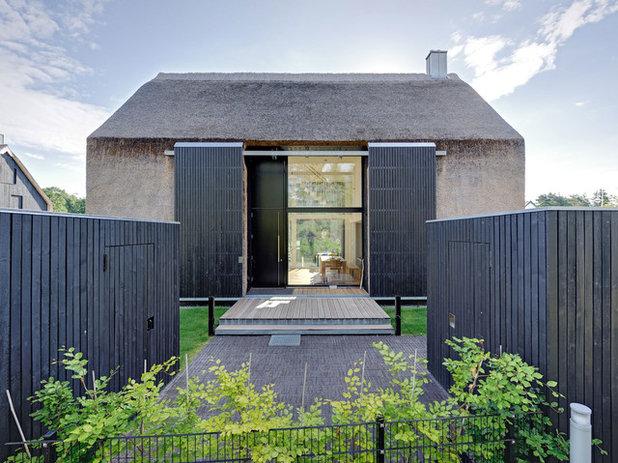 Contemporáneo Fachada by Möhring Architekten