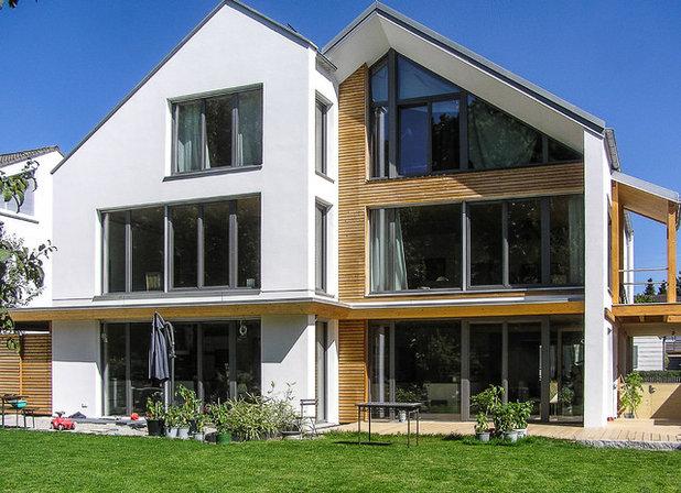 Klassisch modern Häuser by Architekt Dietfried Gruber