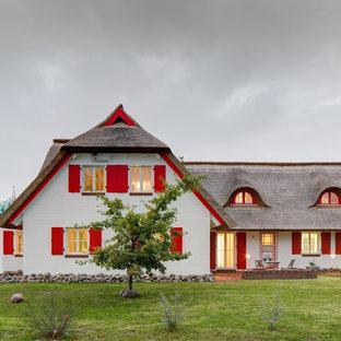Zweistöckiges, Weißes Country Einfamilienhaus mit Satteldach in Hannover
