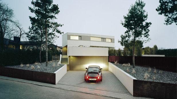 コンテンポラリー 家の外観 by steimle architekten