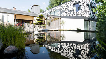 Schwimmteich mit Terrasse