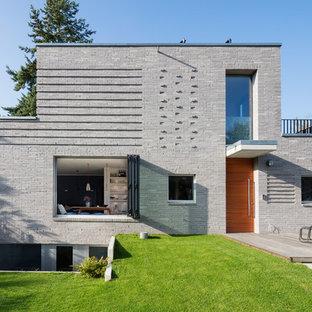 Zweistöckiges, Graues Modernes Einfamilienhaus mit Steinfassade und Flachdach in Hamburg