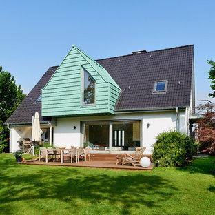 Mittelgroßes, Zweistöckiges, Weißes Klassisches Einfamilienhaus mit Putzfassade, Satteldach und Ziegeldach in Essen