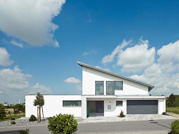 Modern Exterior by WertHaus Heilbronn GmbH