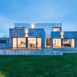 Zweistöckiges, Weißes Modernes Einfamilienhaus mit Putzfassade und Flachdach in Frankfurt am Main
