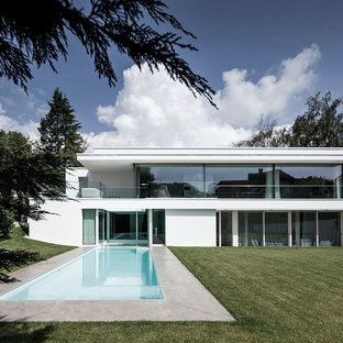 Geräumiges, Zweistöckiges, Weißes Modernes Einfamilienhaus mit Putzfassade und Flachdach in Frankfurt am Main