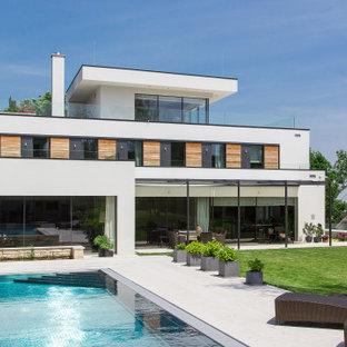 Dreistöckiges, Weißes Modernes Einfamilienhaus mit Flachdach in München